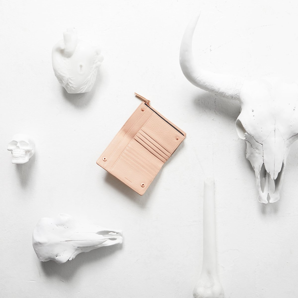 status-anxiety-wallet-insurgency-dusty-pink-3-lifestyle-img